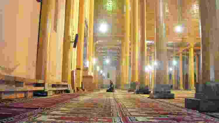 Homem rezando em mesquita da Índia - Marcel Vincenti/Arquivo pessoal - Marcel Vincenti/Arquivo pessoal