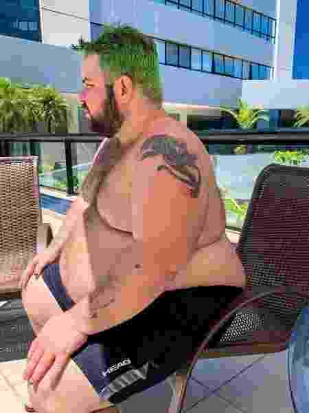 Caio Revela mostrou como cadeiras podem ser um pesadelo para gordos - Reprodução/Instagram