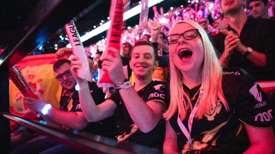 Torcida de League of Legends durante o Mundial de 2019, em Paris (França) - Colin Young-Wolff/Riot Games