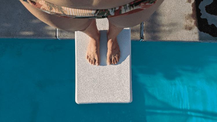 A repórter Fernanda Ezabella na piscina alugada - Arquivo Pessoal - Arquivo Pessoal