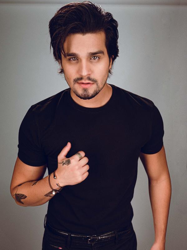 Luan Santana fotografado para o MTV MIAW 2020