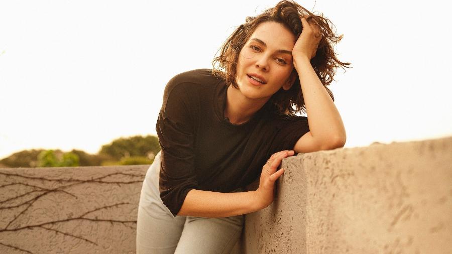"""Tainá Müller vive uma escrivã que investiga crimes de violência contra mulher na série """"Bom dia, Verônica"""", na Netflix: """"Que bom se uma mulher que esteja passando por isso tenha a oportunidade de assistir à série, se identificar e agir a tempo"""" - Gustavo Zylbersztajn"""