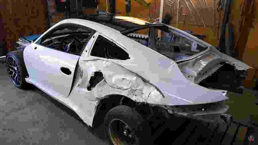 Porsche 911 é reparado por youtuber - Reprodução