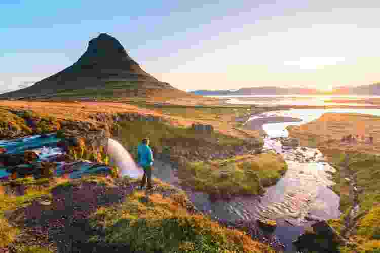 Kirkjufell, na Islândia: país tem destinos inóspitos com paisagens impressionantes - Marco Bottigelli/Getty Images - Marco Bottigelli/Getty Images