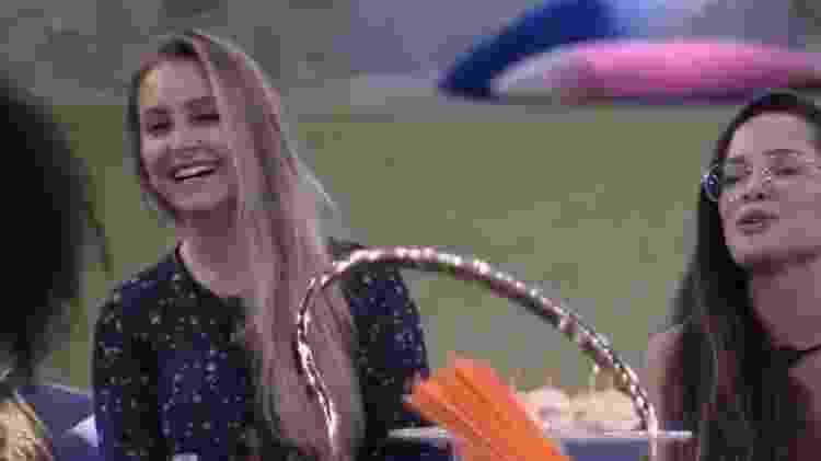 BBB 21: Carla Diaz participa de brincadeira em festa - Reprodução/Globoplay - Reprodução/Globoplay