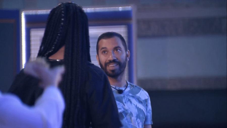 BBB 21: Gil e Camilla de Lucas conversam na festa do líder  - Reprodução/Globoplay