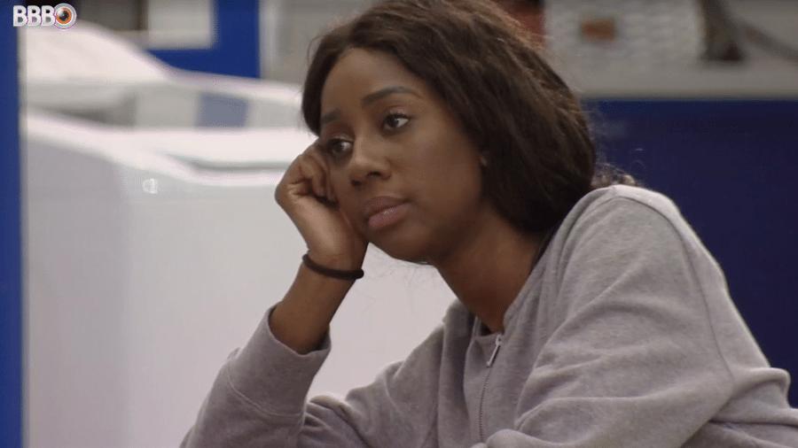 BBB 21: Camilla em conversa com Caio na área externa - Reprodução / TV Globo