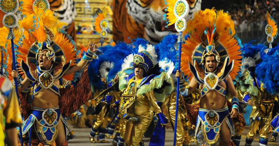 7.fev.2016 - O Império de Casa Verde foi a segunda escola de samba a desfilar no Anhembi na madrugada deste domingo