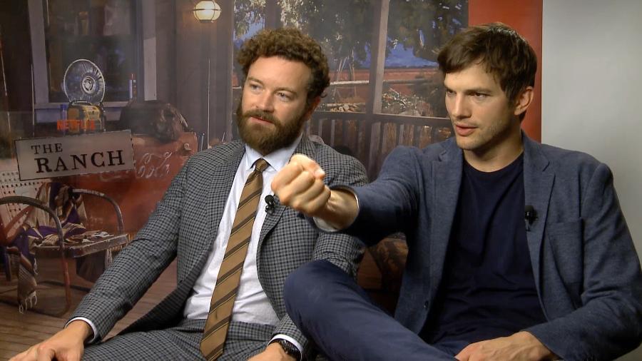 """Danny Masterson (à esquerda) e Ashton Kutcher, protagonistas da série """"The Ranch"""", da Netflix  - Divulgação/Netflix"""