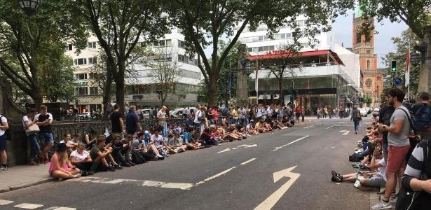 """Jogadores de """"Pokémon GO"""" tomam ponte em Düsseldorf, na Alemanha - Reprodução"""