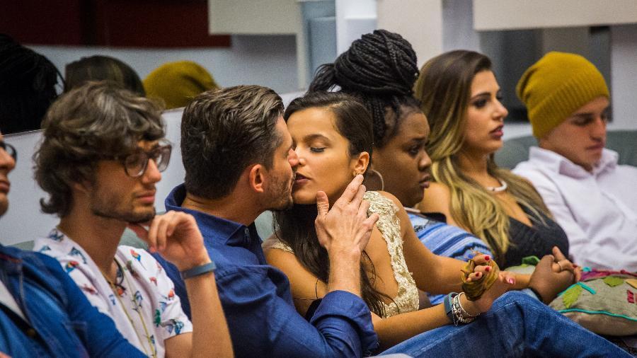 Emilly e Marcos se beijam em noite de paredão - Divulgação/Globo