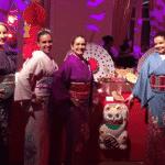 """Convidados do baile de Carnaval do Copacaba Palace, no Rio de Janeiro, são recebidos por uma equipe fantasiada. O tema da noite é """"Geishas"""" - Reprodução/Instagram/@cohencerimonial"""