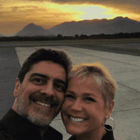 Junno e Xuxa posam juntos - Reprodução/Instagram
