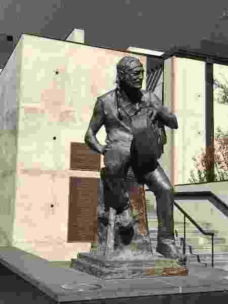 Willie Nelson possui uma estátua em tamanho real no centro de Austin, nos Estados Unidos - Felipe Branco Cruz/UOL - Felipe Branco Cruz/UOL