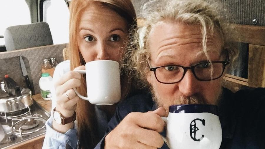 O casal inglês Lauren Smith e Calum Creasey estão desbravando a Europa - Reprodução/Instagram/therollinghome