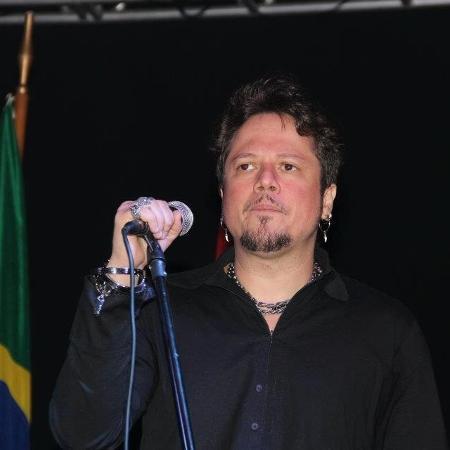 O cantor Ricardo Bueno, ex-Dominó, em foto de 2012 - Reprodução/Facebook