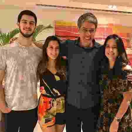 William Bonner com os filhos trigêmeos, Vinícius, Beatriz e Laura - Reprodução/Instagram