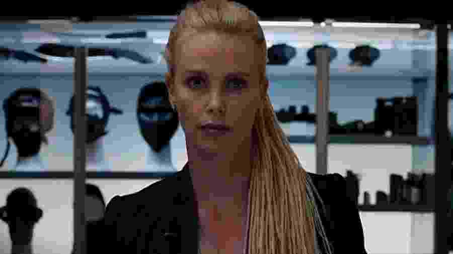 Charlize Theron em cena de Velozes e Furiosos 8 - Divulgação