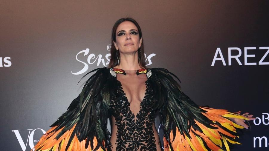 Luciana Gimenez com fantasia de tucano feita por Isabella Narchi - AgNews