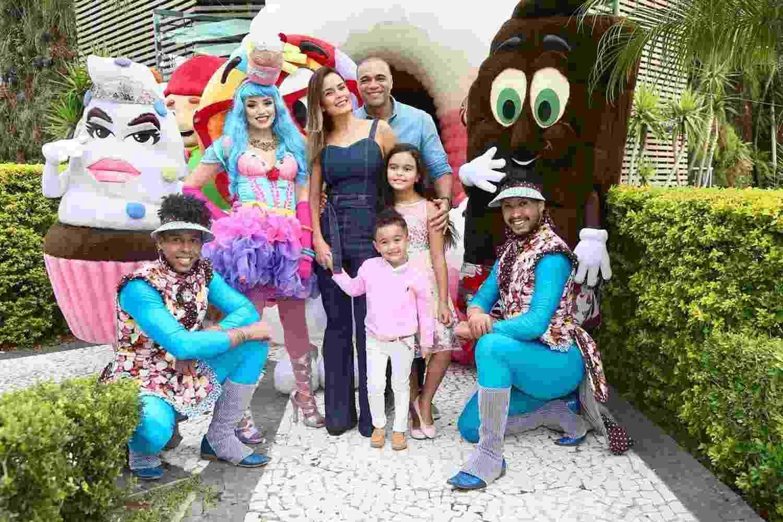 """O tema da festa foi """"California Gurls"""", música da cantora Katy Perry de 2010 - Brazil News"""