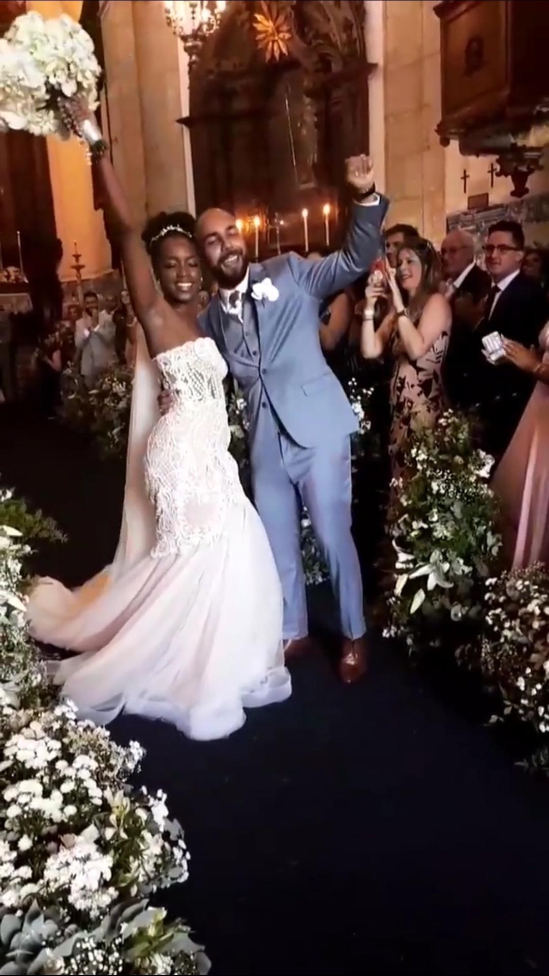 fb34123c0fc Transparência foi hit entre as noivas famosas de 2018  relembre os vestidos