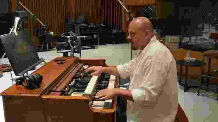 Walter Afanasieff em estúdio - Reprodução/Facebook - Reprodução/Facebook