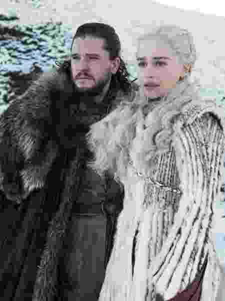 """Kit Harington e Emília Clarke em cena de """"Game of Thrones"""" - Divulgação"""