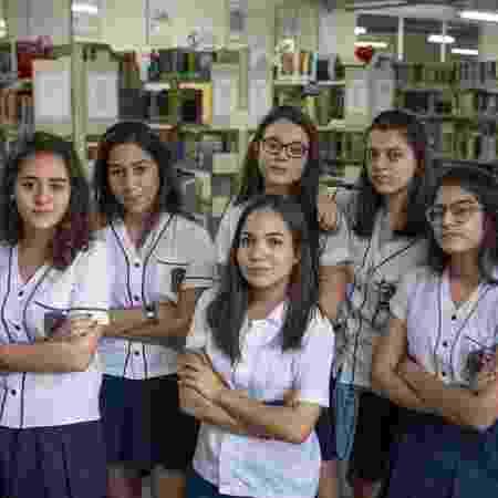 Reunidas, as alunas cariocas estudam autoras mulheres  - Lucas Landau/ UOL