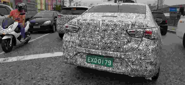 Tracker (ao fundo) e Onix Sedan: novidades estarão nas ruas do país até 2020 - Anônimo