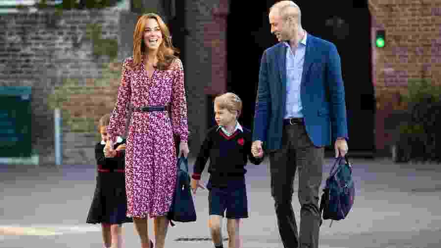 Kate Middleton e Príncipe William levam os filhos para a escola, em Londres - Getty Images