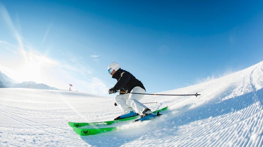 Suíça foi criticada por governos da União Europeia em 2020 por manter abertas as estações de esqui do país - Filip Zuan/St. Moritz Tourismus