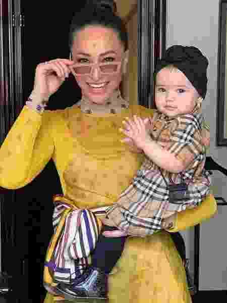 Sabrina Sato e Zoe, que está usando vestido Burberry e mini-bolsa da marca Jacquemus - Reprodução/Instagram