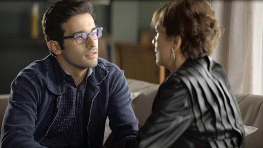 """Beatriz pede Zé Hélio em namoro em """"A Dona do Pedaço"""" - Reprodução/Globo"""