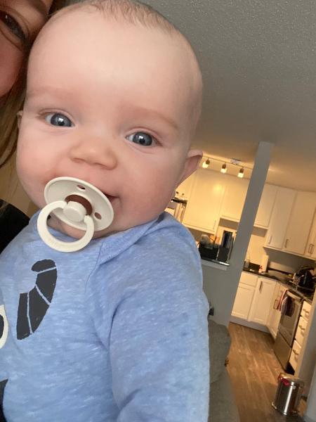 O pequeno Brady se acalma assim que ouve as primeiras notas da música - Reprodução/Twitter