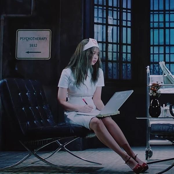 Cena do clipe 'Lovesick Girls', do BLACKPINK, que será reeditada
