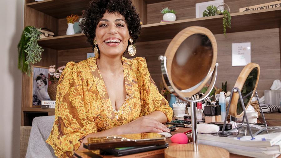 Fabi Gomes apresenta o programa E aí, Beleza? - Mariana Pekin