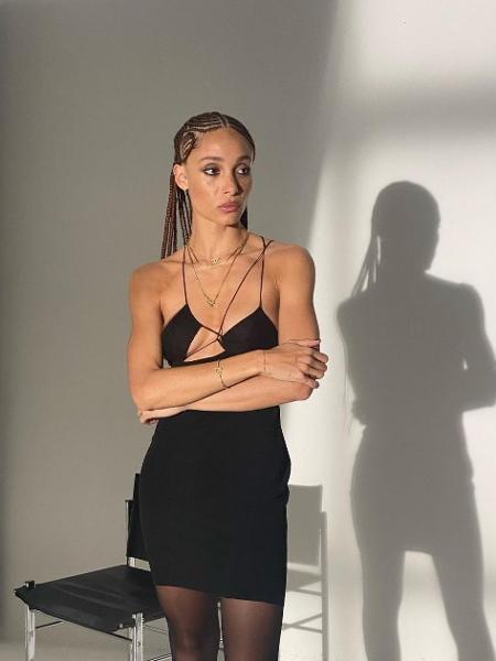 Vestido assimétrico criado pela estilista albanesa Nensi Dojaka; peça figura o 10º lugar entre as mais pesquisadas no mundo - Reprodução/Instagram
