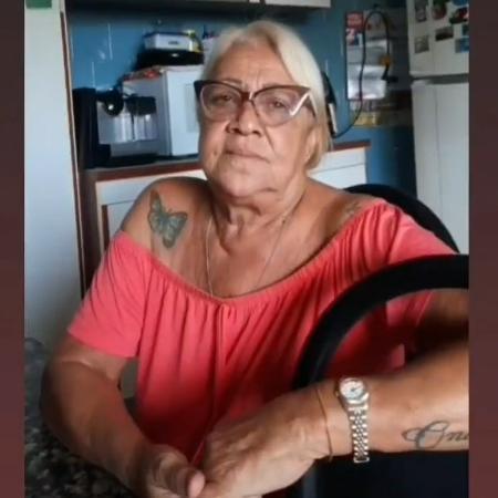 A carioca Regina Rouca, 73, conhecida como Mamãe Rouca, viralizou postando frases do dia - Reprodução/Instagram