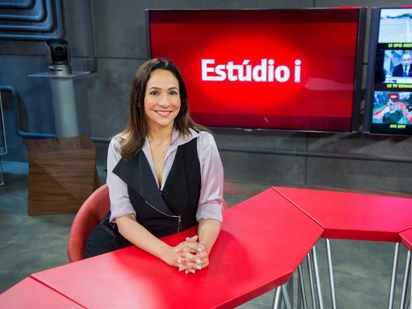 Maria Beltrão no cenário novo do Estúdio I