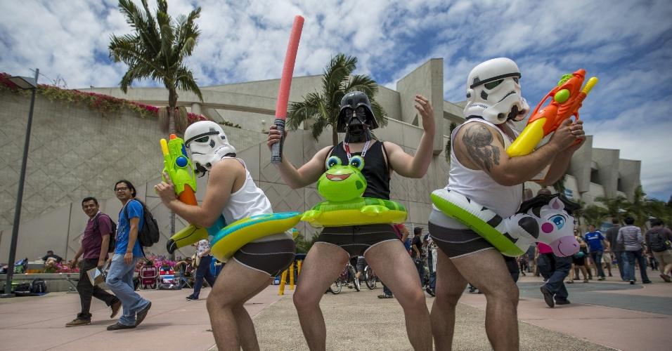 10.jul.2015 - Cosplay brincam durante a Comic-Con, em San Diego, na Califórnia