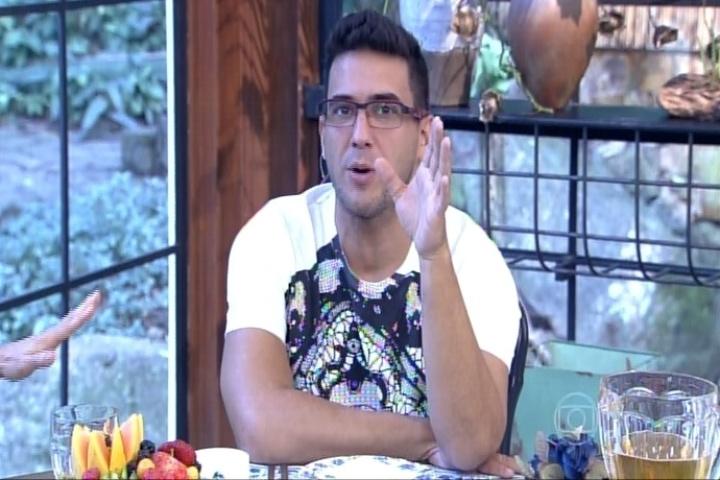 André Marques recebe a atriz Fernanda Vasconcellos, com quem namorou, no