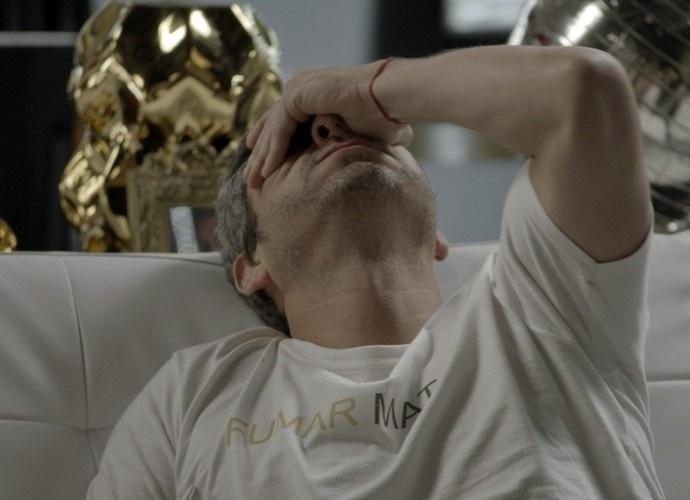Romero (Alexandre Nero) se preocupa com a vida da amada após descoberta da facção em