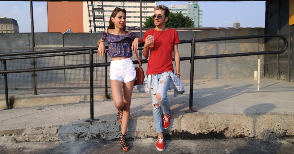 23.jan.2016 - O casal Eulalia vieira de lima, 20, e Diego Luiz de Melo, 20, usaram um look jovem para curtir a noite no CarnaUOL, que acontece no Urban Stage, em São Paulo.