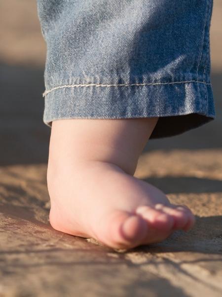 ab67235fe Botas e palmilhas ortopédicas não ajudam a resolver pé chato - 29/05 ...