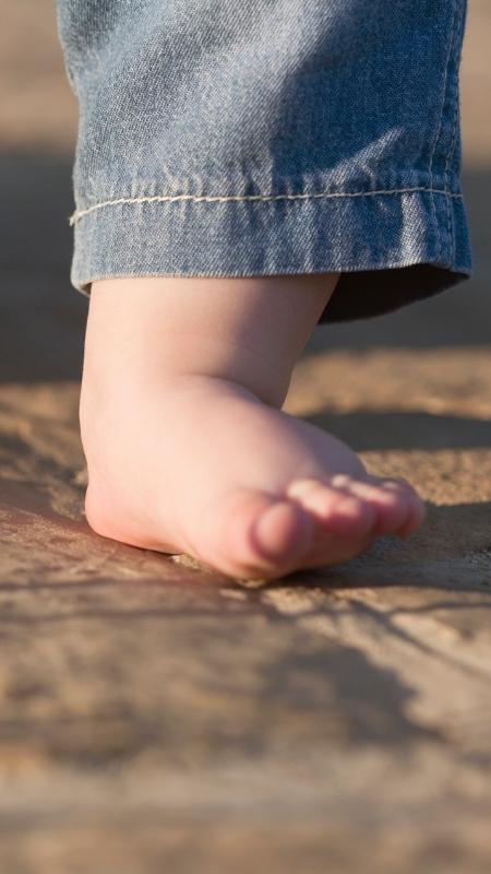 Andar descalço contribui para formar a curvatura no pé - Getty Images
