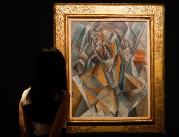 """A obra """"Femme Assise"""", do pintor Pablo Picasso, é exposta em Hong Kong - Ng Wing Kin/Xinhua"""