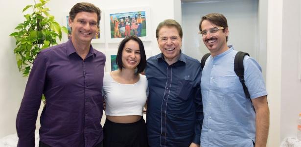 Silvio Santos posa com André Sturm, Gabrielle Araújo e Marcelo Jackow, do MIS - Leticia Godoy/MIS