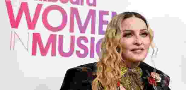 9.dez.2016 - Madonna posa no tapete vermelho do evento da Billboard, em Nova York - REUTERS/Shannon Stapleton