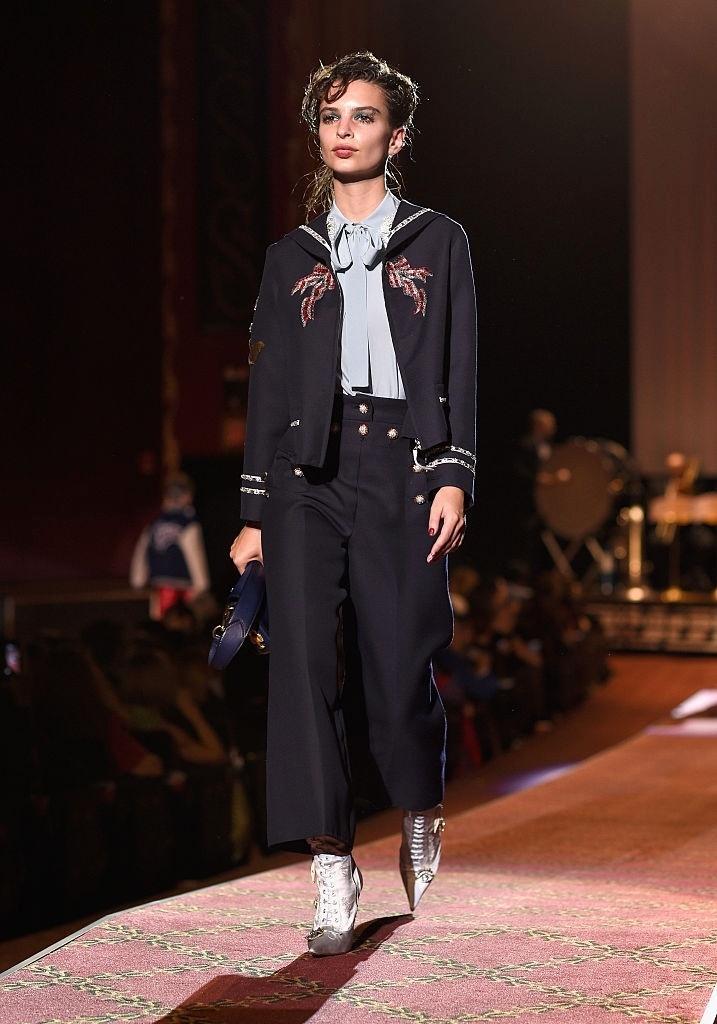 Emily Ratajkowski desfila para Marc Jacobs Spring 2016