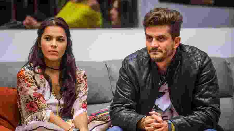 """Emilly e Marcos no sofá do """"BBB17"""" - Paulo Belote/Divulgação/TV Globo"""